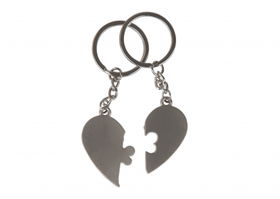 GiftKeychaininaHeartShapeIsolatedonWhiteBackground